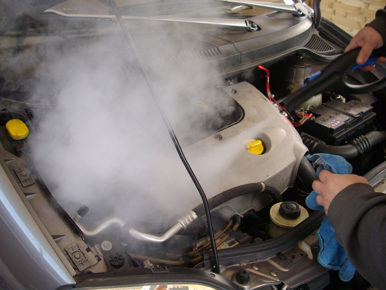 Как помыть моторный отсек автомобиля своими руками